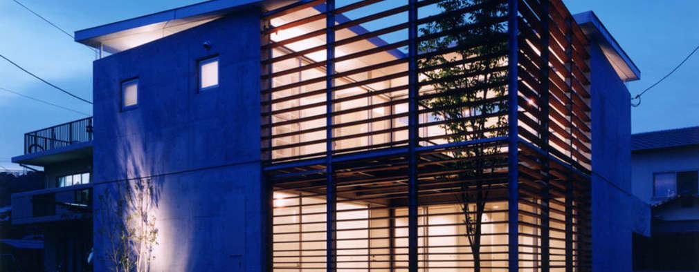 コートハウス2の夜景: 土居建築工房が手掛けた家です。
