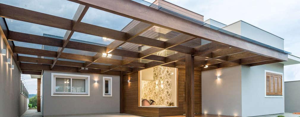 Garajes de estilo moderno por Plena Madeiras Nobres