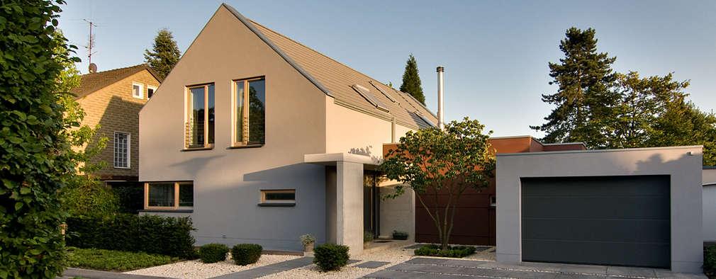 Ansicht von der Straße: moderne Häuser von wirges-klein architekten