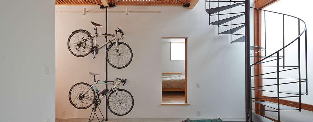 Couloir et hall d'entrée de style  par (有)菰田建築設計事務所