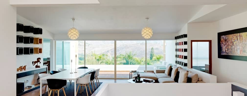 Salas de estilo moderno por Excelencia en Diseño