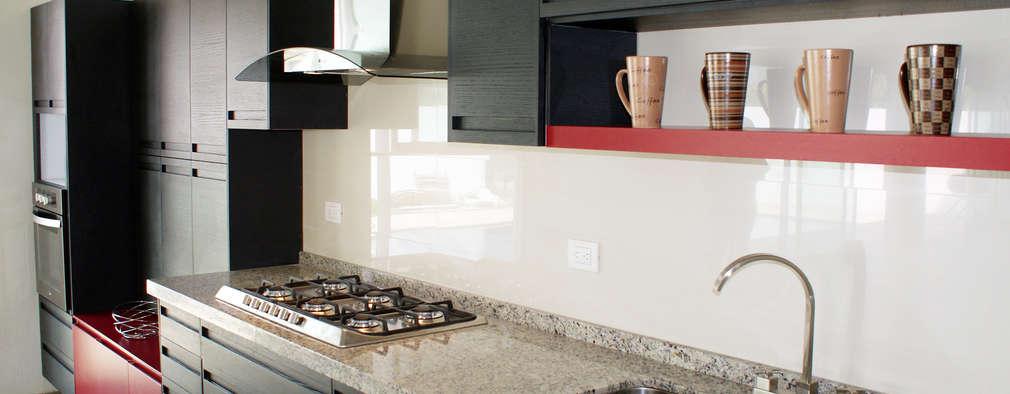 20 cocinas integrales con superficies de m rmol y granito for Mejor material para encimeras de cocina