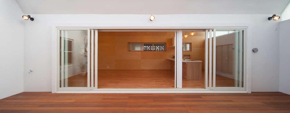 長閑の家: プラソ建築設計事務所が手掛けたベランダです。