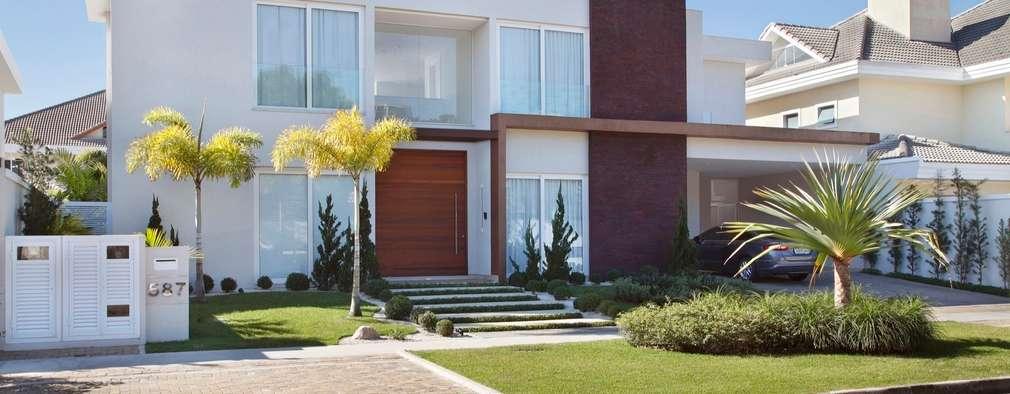 modern Houses by ANGELA MEZA ARQUITETURA & INTERIORES