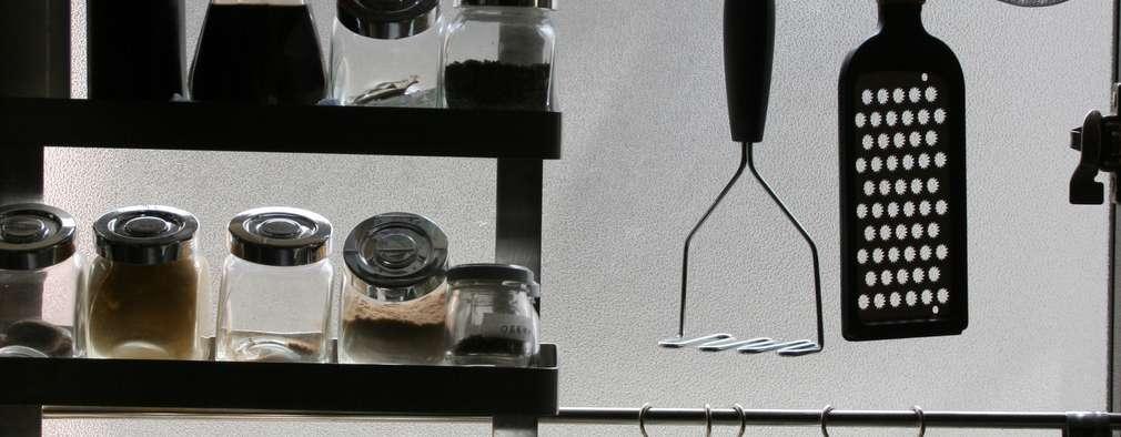 キッチンの見せる収納: 安井正/クラフトサイエンスが手掛けたです。