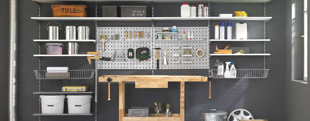 Garajes de estilo industrial por Regalraum GmbH