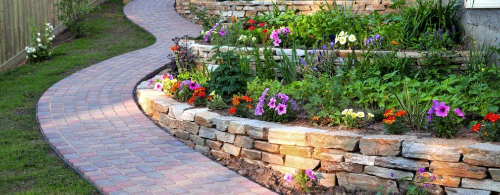Jardines peque os que adornar n la entrada de tu casa - Ver jardines de casas ...