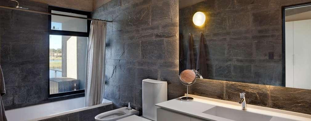 Casa en San Marco: Baños de estilo moderno por Ruben Valdemarin Arquitecto