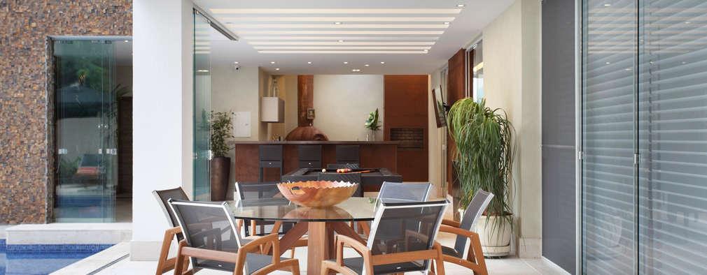 Terrazas de estilo  por Arquitetura e Interior