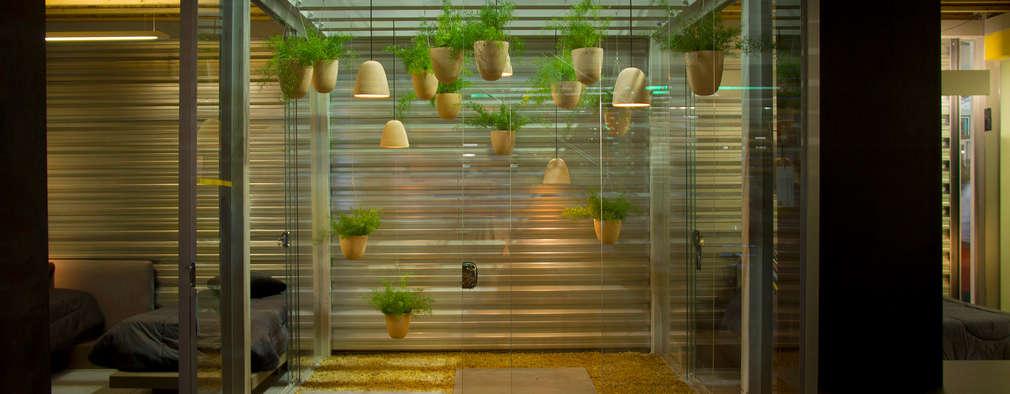 Jardines de estilo moderno por Ateliê de Cerâmica - Flavia Soares