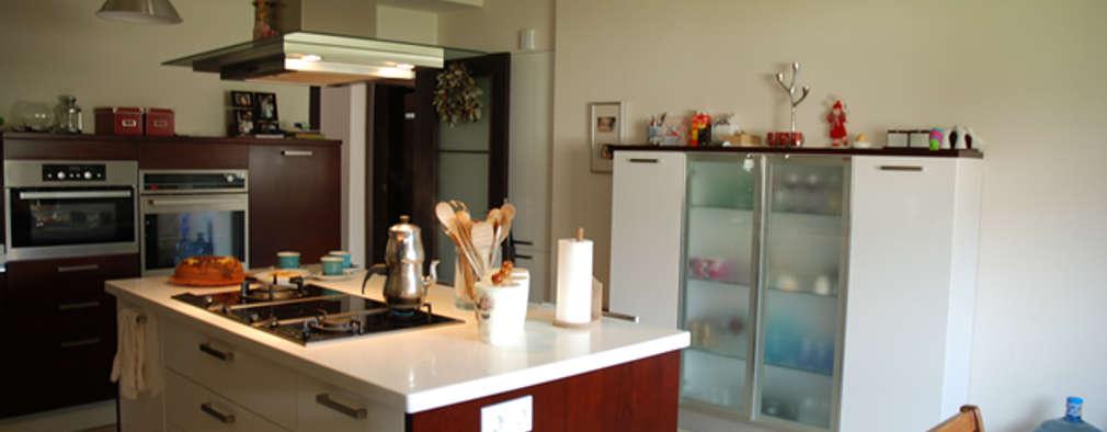 modern Kitchen by Tulya Evleri