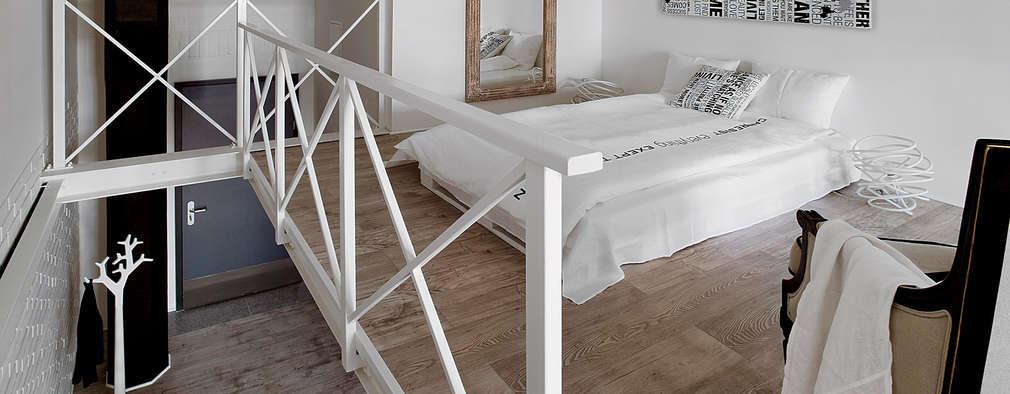 Biały loft: styl , w kategorii Sypialnia zaprojektowany przez justyna smolec architektura & design
