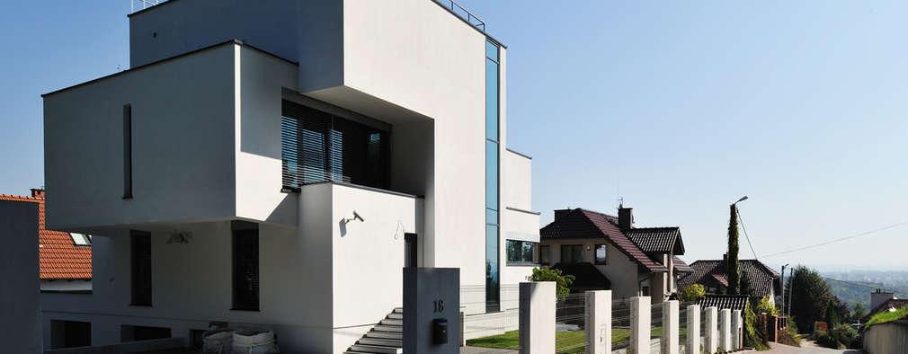 Casas de estilo moderno por RS+ Robert Skitek