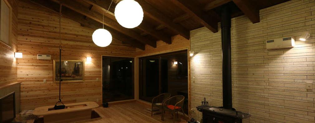 木の温かみが伝わる照明デザイン: 一級建築士事務所 クレアシオン・アーキテクツが手掛けたです。