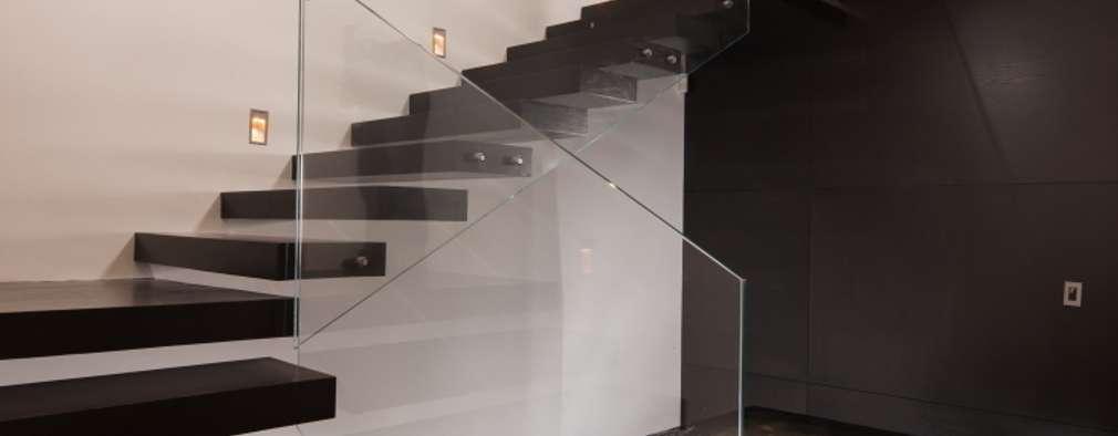 Pasillos y hall de entrada de estilo  por GLR Arquitectos