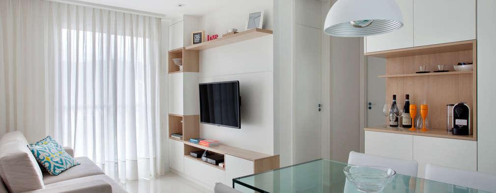 Salas / recibidores de estilo moderno por Carolina Mendonça Projetos de Arquitetura e Interiores LTDA