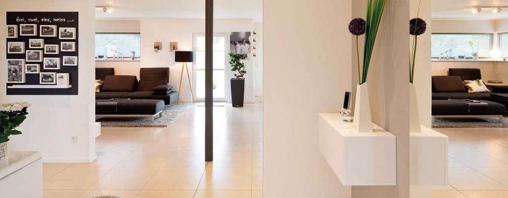 玄關、走廊與階梯 by FingerHaus GmbH