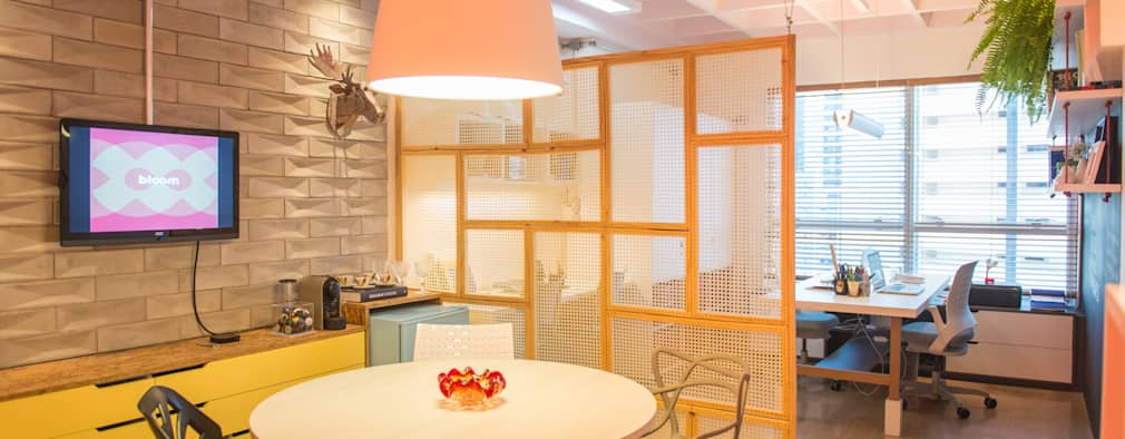 Estudios y despachos de estilo moderno por Bloom Arquitetura e Design