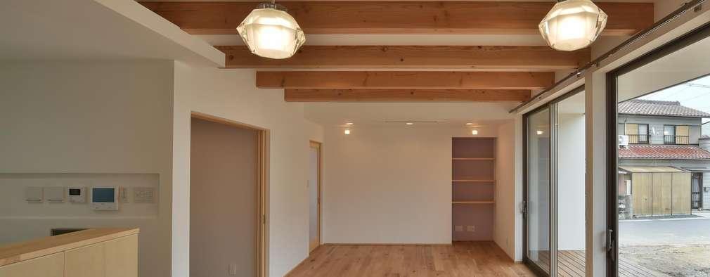 客廳 by 若山建築設計事務所