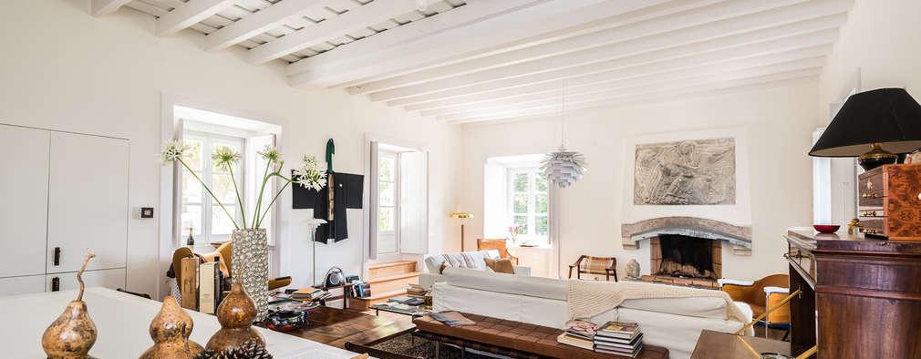 classic Living room by shfa