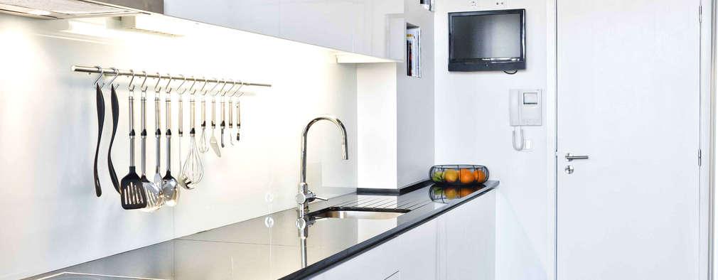 Cozinhas modernas por Germano de Castro Pinheiro, Lda