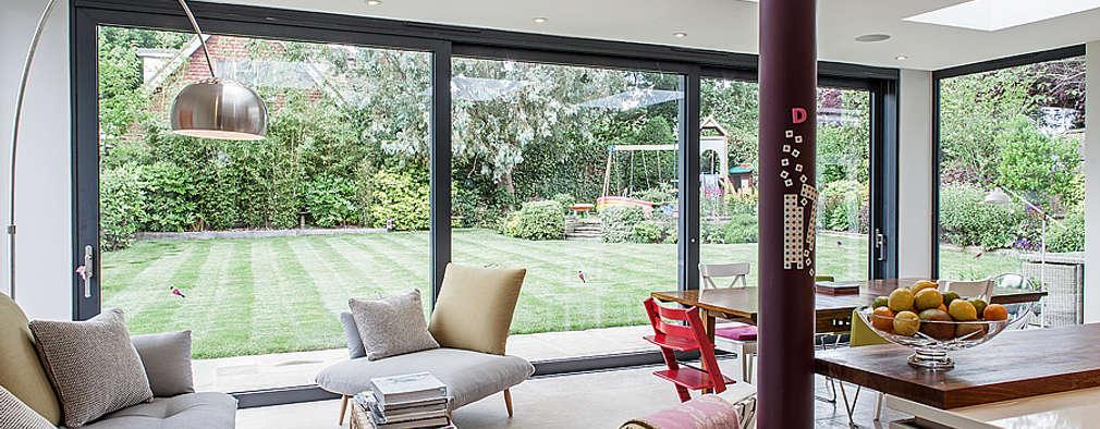 Ruang Keluarga by Nic  Antony Architects Ltd