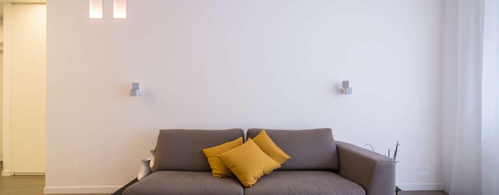 Salas / recibidores de estilo minimalista por ristrutturami