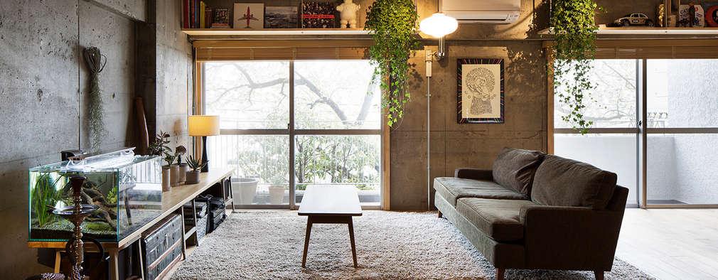 Livings de estilo ecléctico por 松島潤平建築設計事務所 / JP architects