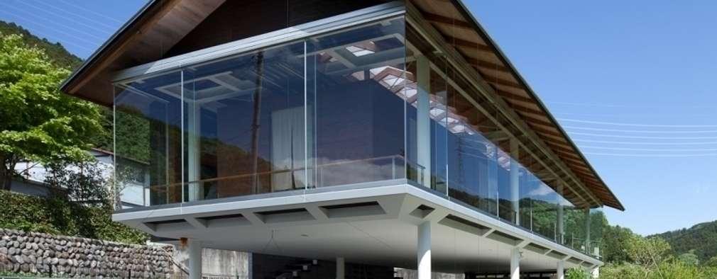 ハイブリッド・ハウス: H2O設計室 ( H2O Architectural design office )が手掛けた家です。