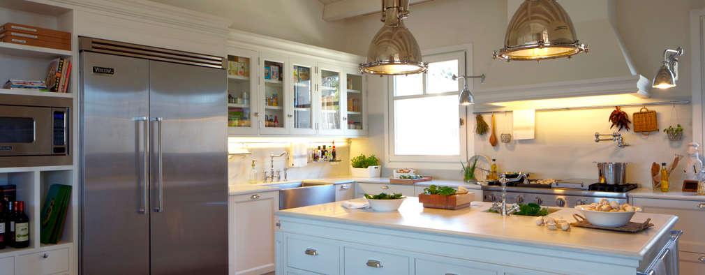 Cocinas de estilo moderno por DEULONDER arquitectura domestica