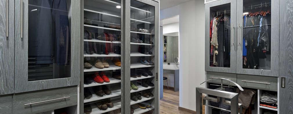 Vestidores de estilo moderno de HO arquitectura de interiores