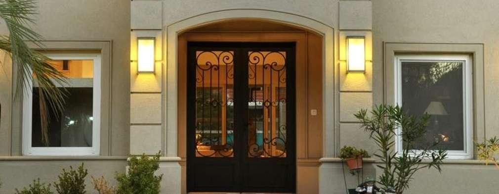 8 puertas de entrada que se adaptan al estilo de tu casa for Puertas de entrada de casas modernas
