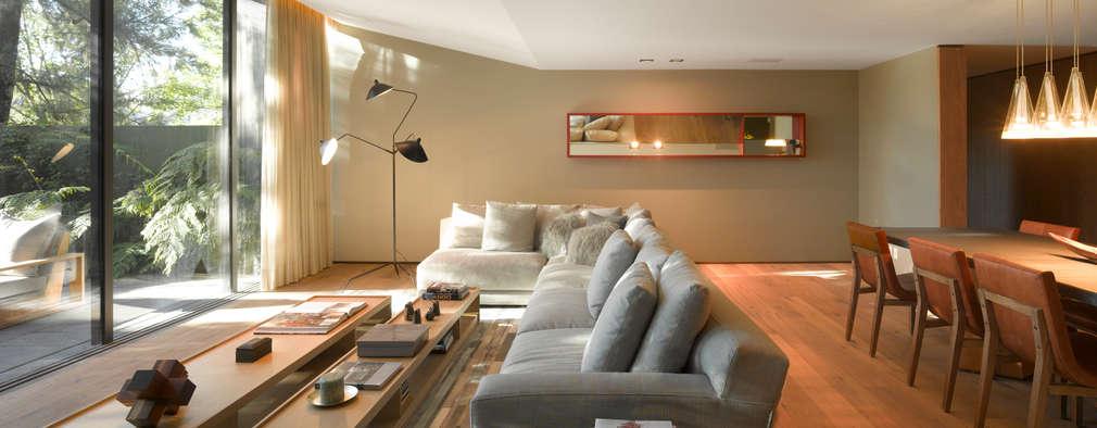 Salas de estar modernas por Ezequiel Farca