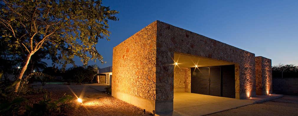 Nhà để xe/Nhà kho by Gonzalez Amaro