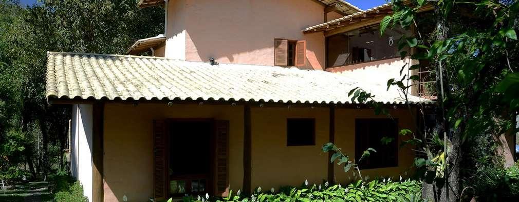 Casas de estilo rústico por Arquitetamos Escritório Autônomo