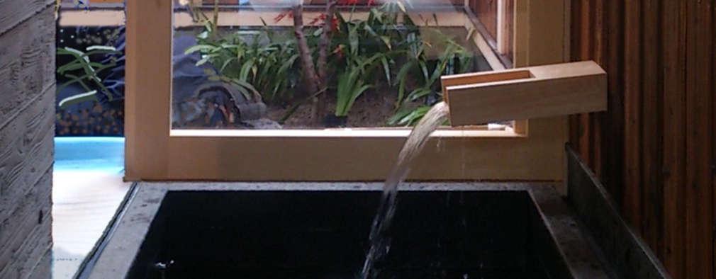 現代に息づく京都の町家: 一級建築士事務所 (有)BOFアーキテクツが手掛けた浴室です。