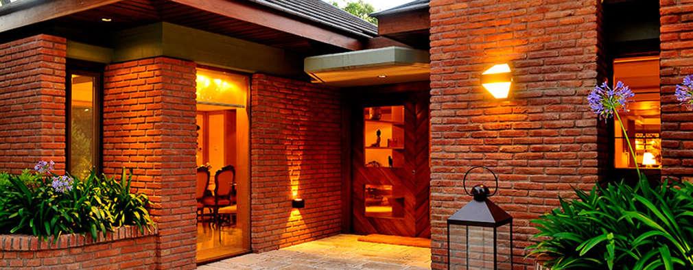 11 ideas para iluminar el exterior de tu casa - Lamparas para pasillos casa ...