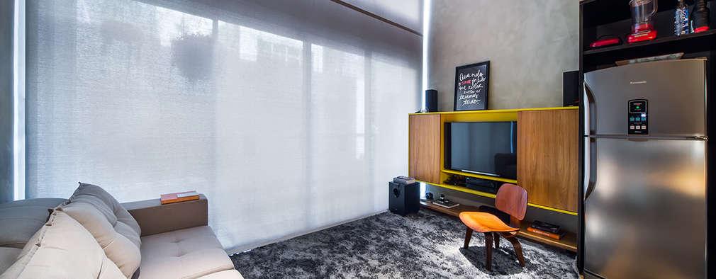 Projekty,  Salon zaprojektowane przez Casa100 Arquitetura