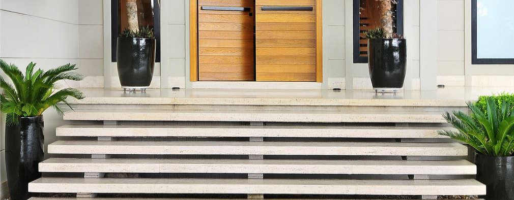 Casas de estilo moderno por BRENO SANTIAGO ARQUITETURA E INTERIORES
