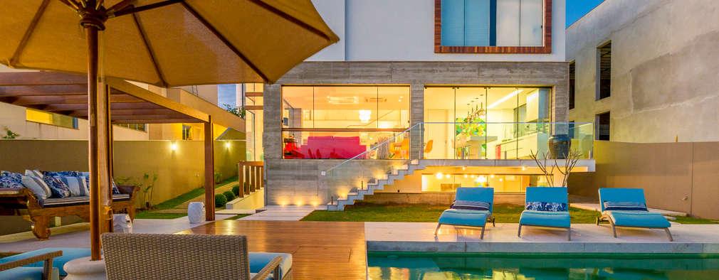 Piscinas de estilo moderno por IE Arquitetura + Interiores