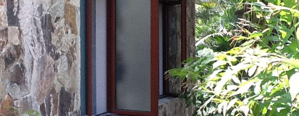 Ventanas Abatibles : Ventanas de estilo  por Productos Cristalum