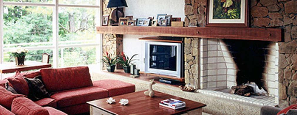 Finkelstein Arquitetos: rustik tarz tarz Oturma Odası