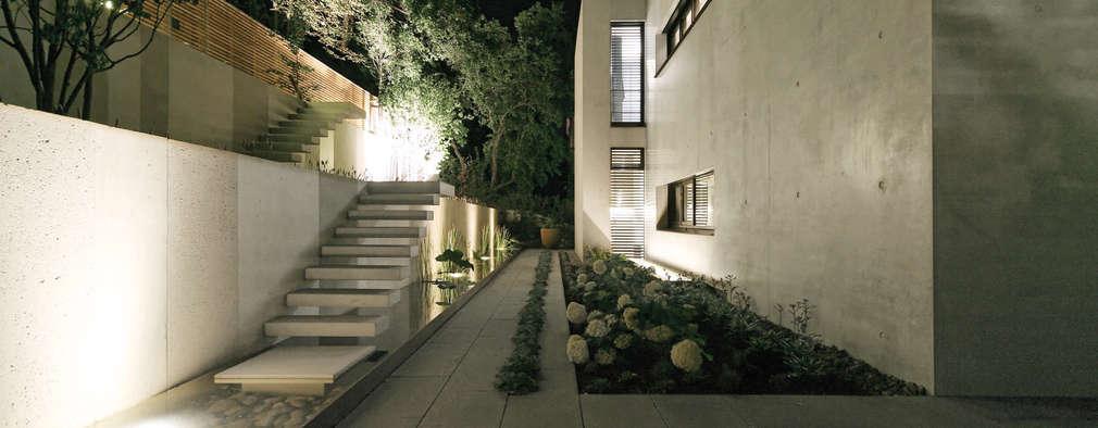 modern Houses by Blocher Blocher India Pvt. Ltd.