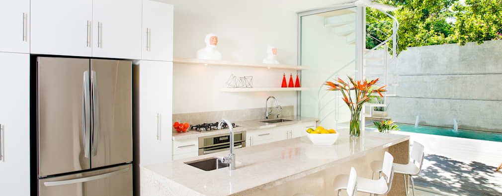 modern Kitchen by HPONCE ARQUITECTOS