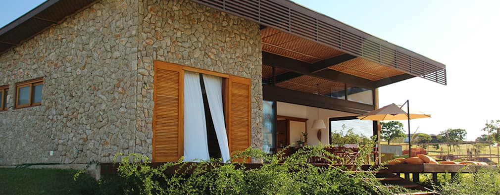 8 ideas modernas para fachadas espectaculares for Fachadas de casas estilo rustico moderno