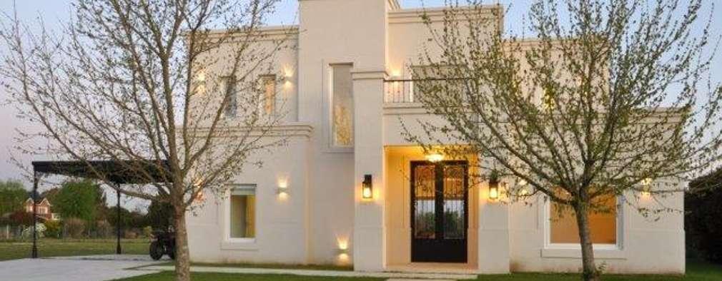 Projekty, klasyczne Domy zaprojektowane przez Parrado Arquitectura