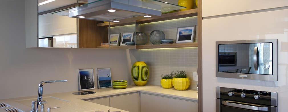 modern Kitchen by Amanda Carvalho - arquitetura e interiores