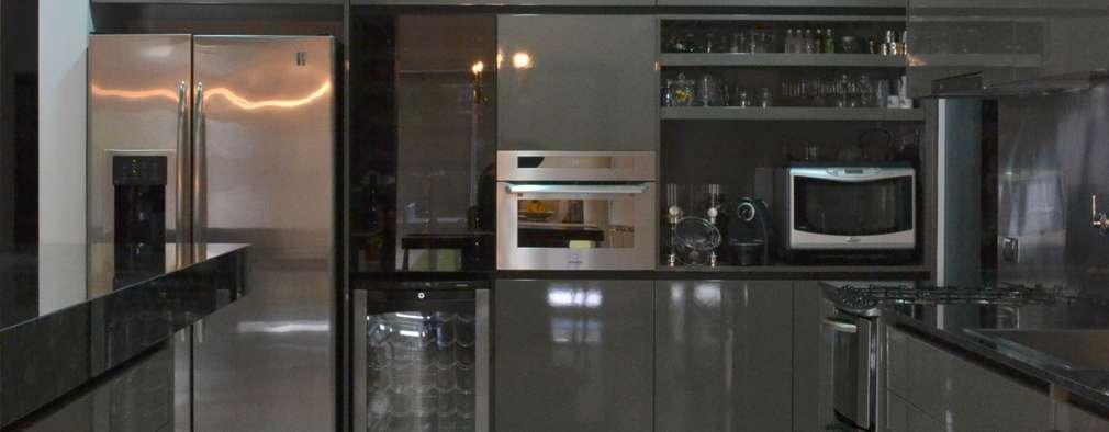 Cocinas de estilo moderno por Escala Veinte