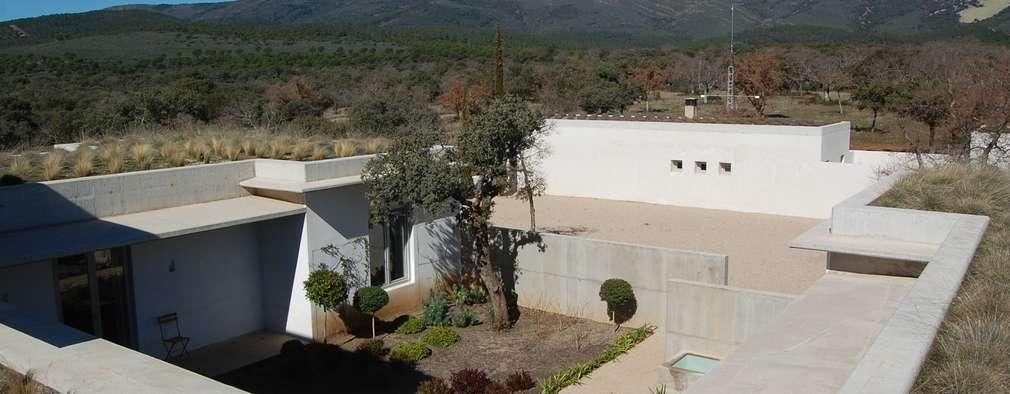 Cubierta plana ajardinada: Terrazas de estilo  de Alen y Calche S.L.