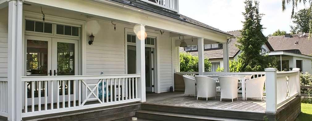 Terrazas de estilo  por THE WHITE HOUSE american dream homes gmbh